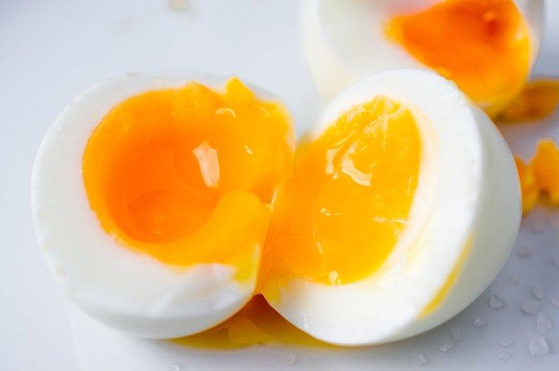 как сварить яйца всмятку в кастрюле