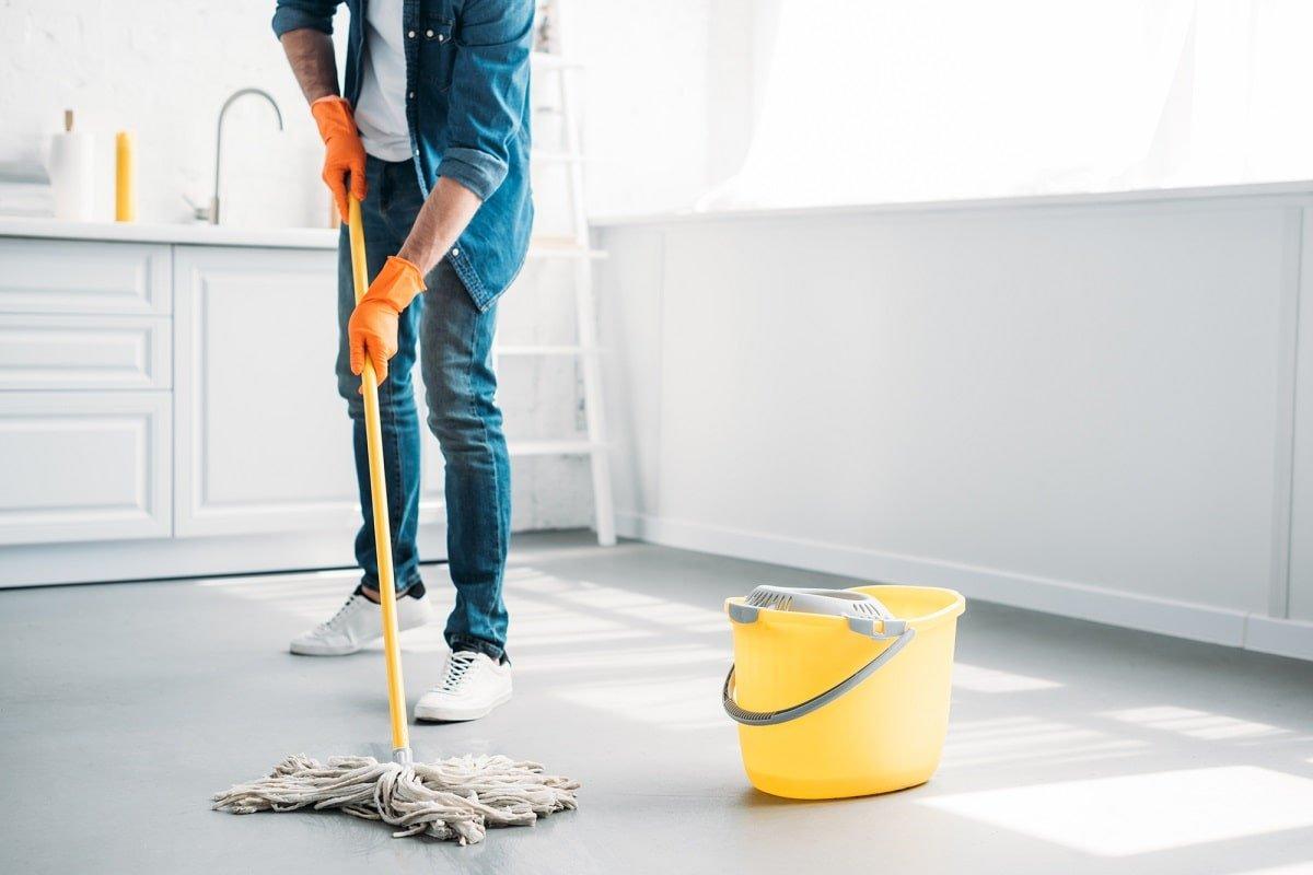 для чего добавляют соль для мытья полов