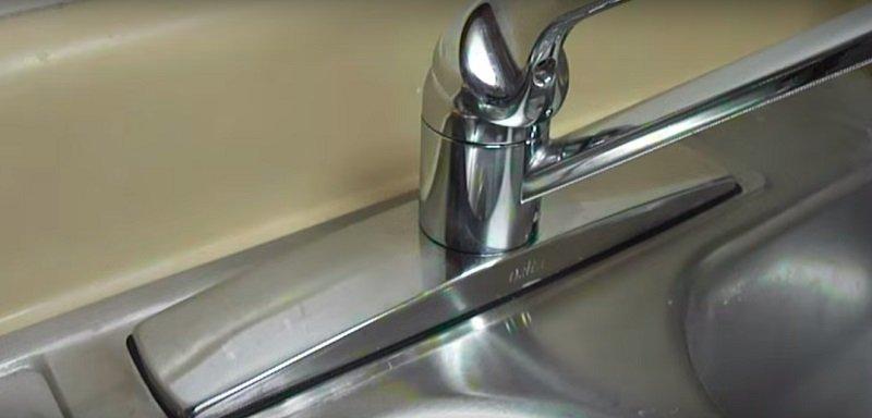 чистый водопроводный кран