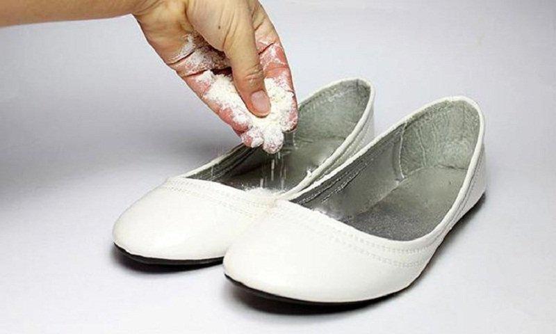 Как избавиться от запах в обуви в  779