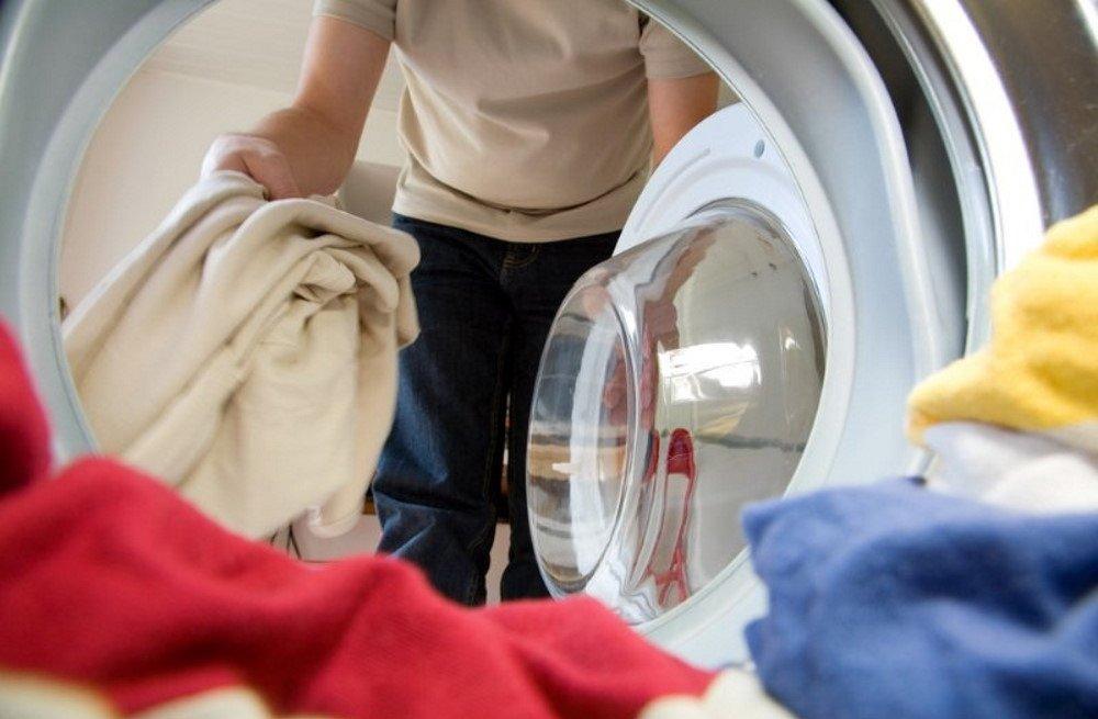 Как избавиться от неприятного запаха одежды без стирки