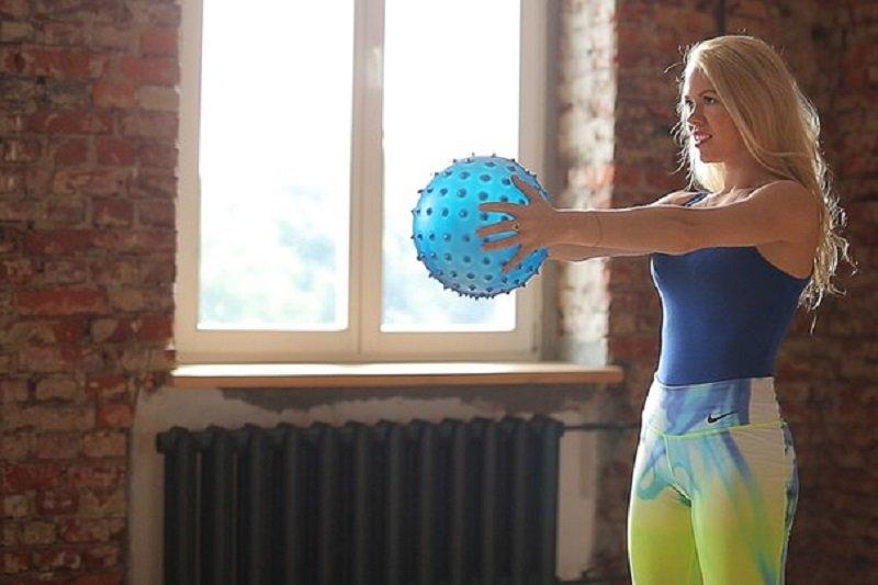 упражнение сжимание мяча