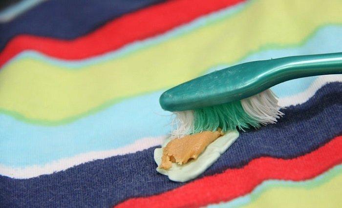 жвачка на ткани