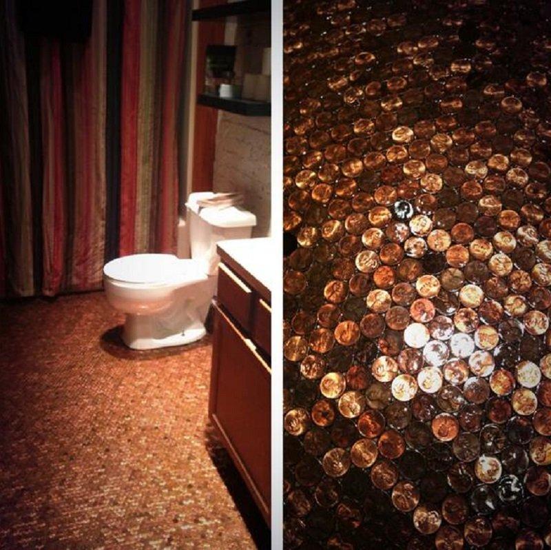пол в ванной из монет