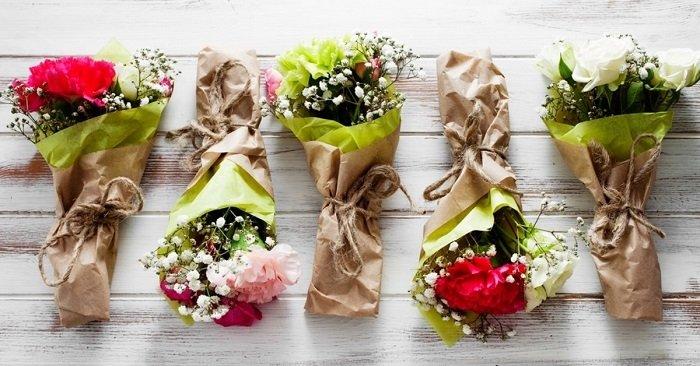 Красиво подарить 1 цветок тоже надо уметь: опытный флорист поделился хитростью. 11 идей мини-букетов!