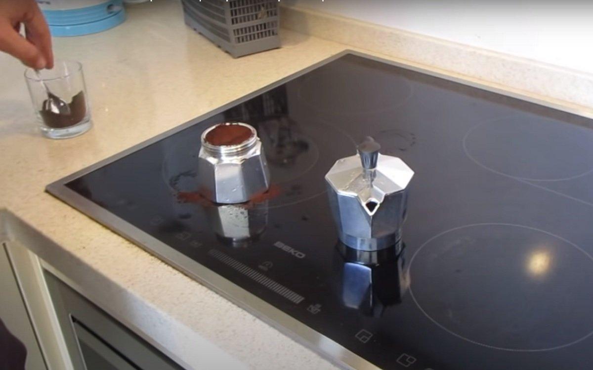 готовить кофе в гейзерной кофеварке