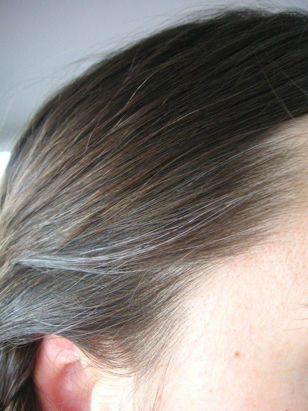 Втирай эти 2 чудотворных продукта в волосы, чтобы вернуть их натуральный цвет!
