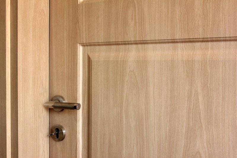 как выбрать двери в квартиру