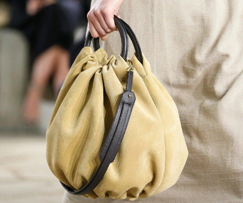 как выбрать цвет сумочки