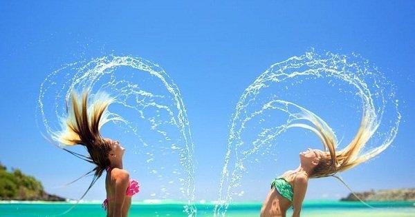 10 бьюти-секретов, которые помогут выглядеть безупречно даже в невыносимую жару.