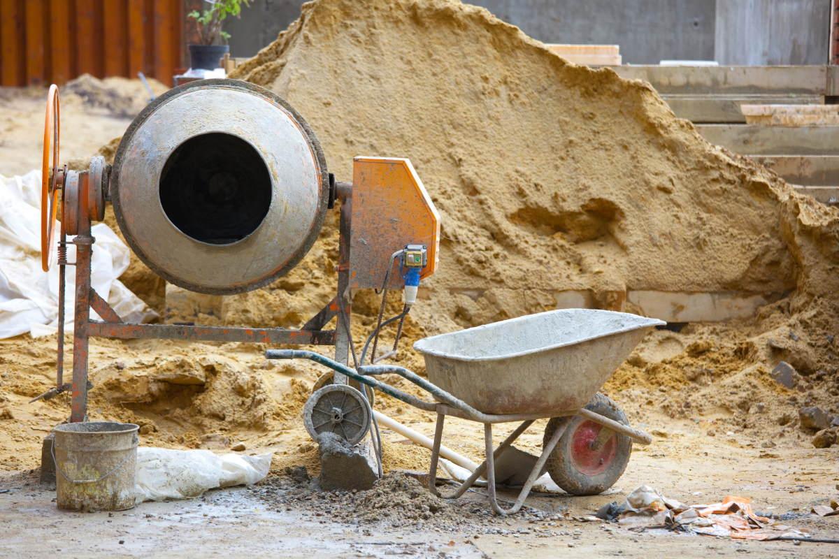 Почему строители массово перестают мешать бетон лопатой