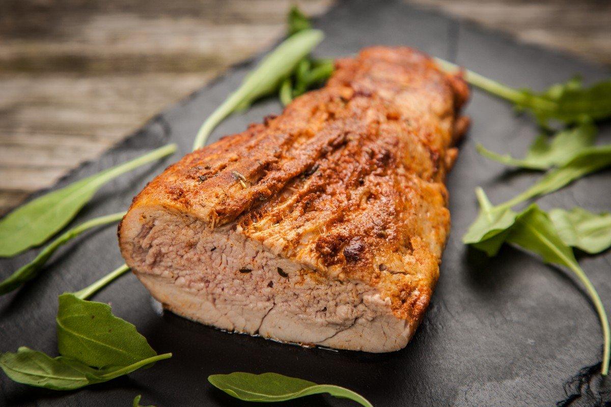 Любовно приготовленная для супруга и его родителей свинина Вдохновение,Кулинария,Мясо,Праздник,Свинина,Ужин,Чернослив,Чеснок