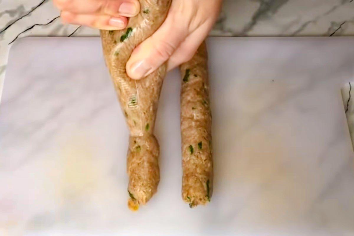 Что мне мешало до сорока лет научиться жарить колбаски и котлеты, чтобы не портить маникюр Кулинария,Колбаса,Мясо,Свинина,Сковорода