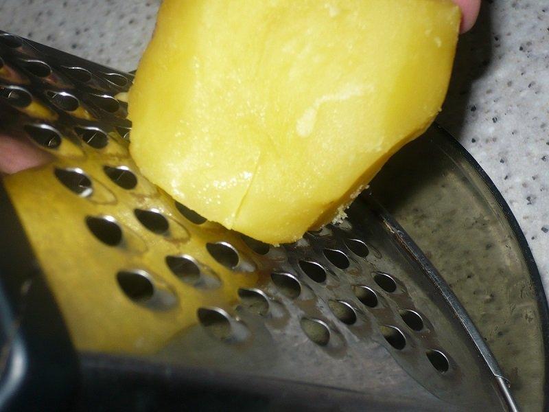 сырой картофель натереть на терке