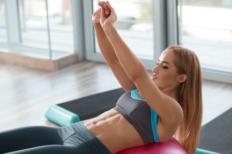 cvičenie pre brucho a boky
