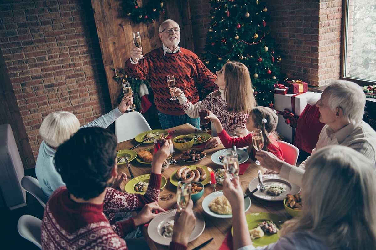 Почему мы не собираемся приглашать гостей на Новый год, как ни умоляет супруг