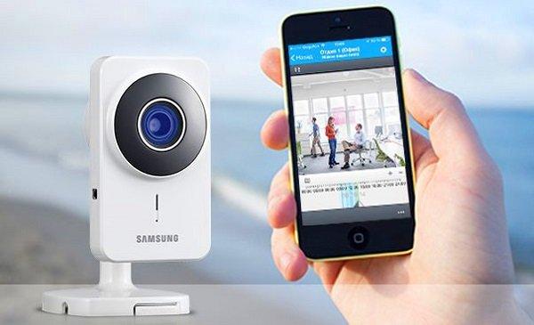 mobilniy-telefon-skritaya-kamera-na-ulitse