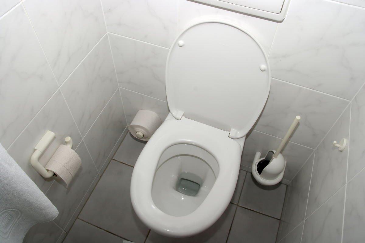Мудрый сантехник показал, как законсервировать канализацию на даче, чтобы она не подмерзала Советы,Быт,Дача,Дом,Лайфхаки,Сантехника,Туалет