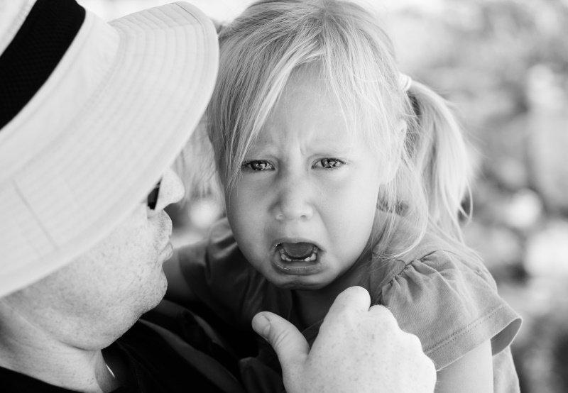 Как отучить ребенка хныкать