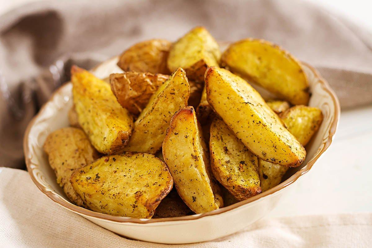 Глафира из Украины работала в колхозной столовой, там она придумала «Картофель по-улановски»