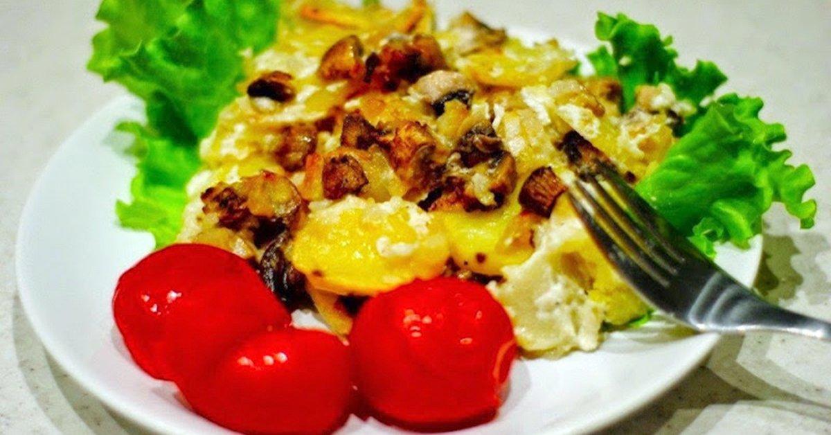 Сытный ужин без особых усилий — запеченная картошка с грибами.