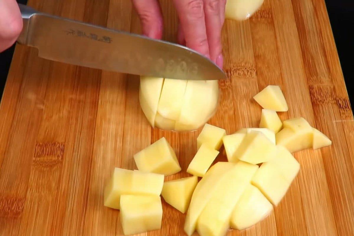 Картофель по рецепту пожилой итальянки, что готова есть его три раза в день Кулинария,Италия,Картофель,Сковорода,Сыр