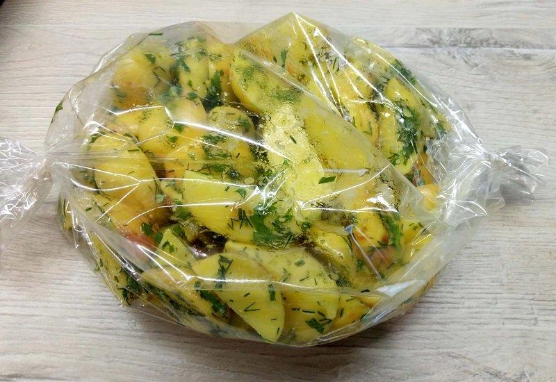 картошка в рукаве дольками