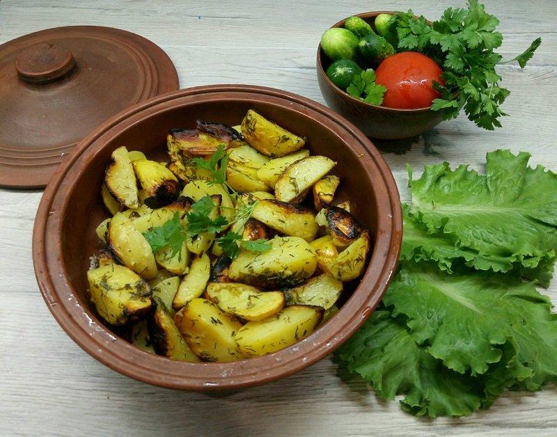 картошка в рукаве с зеленью