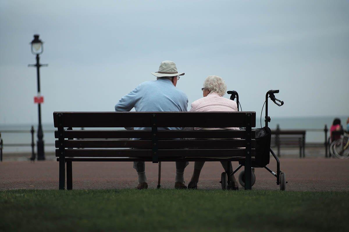 Почему нельзя уговаривать маму уходить на пенсию, если она еще хочет работать