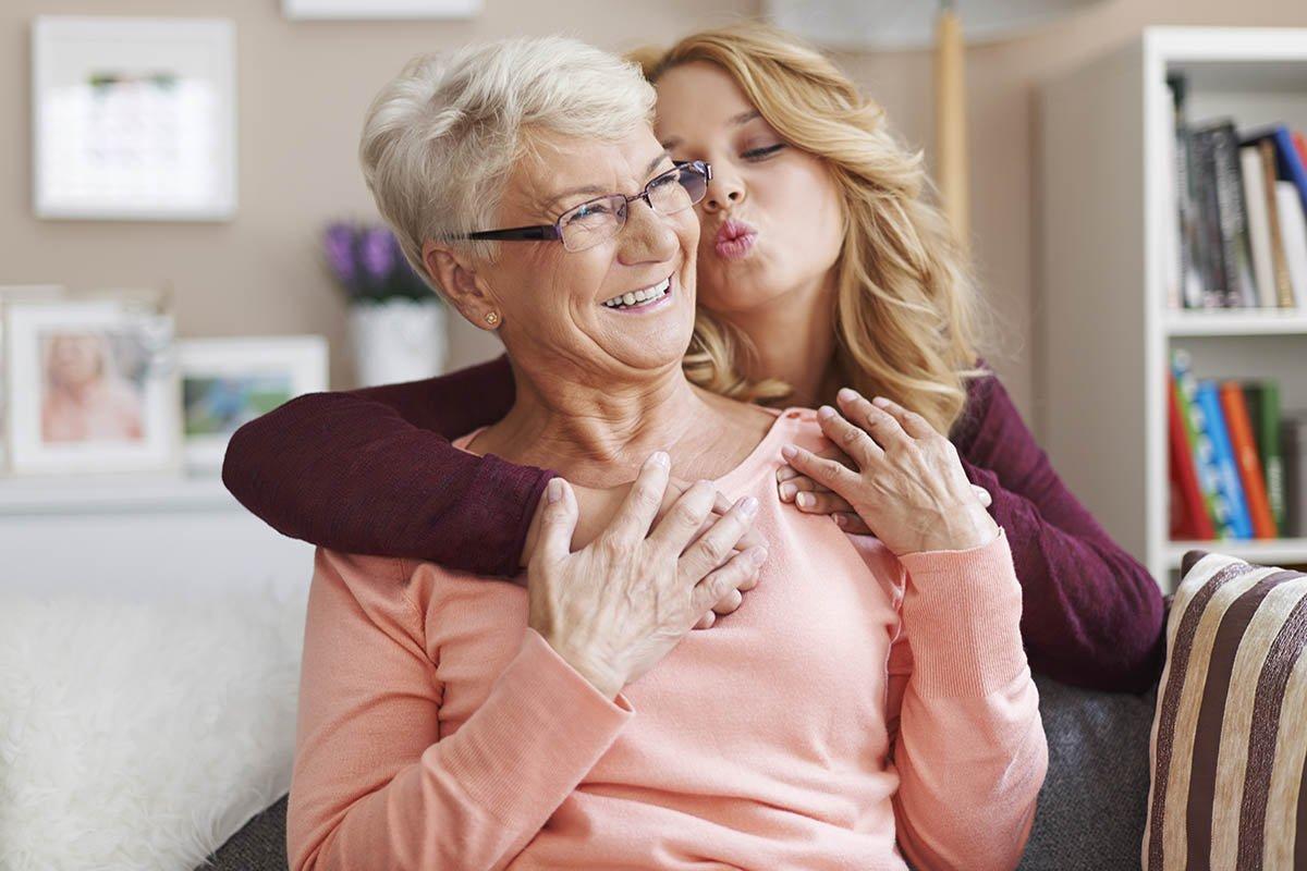 Почему нельзя уговаривать маму уходить на пенсию, если она еще хочет работать Вдохновение,Советы,Возраст,Мнение,Общение,Общество,Старение,Старость,Стереотипы,Тактичность,Эйджизм