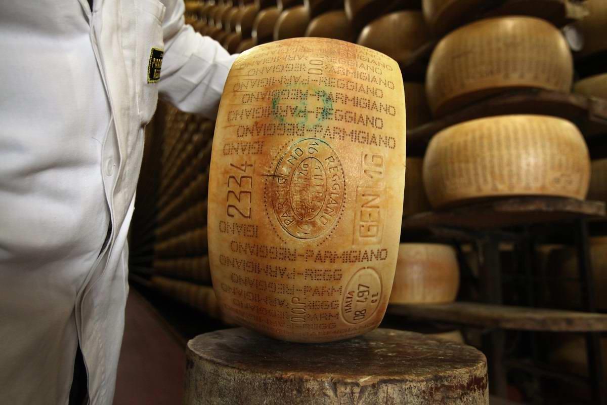 Почему «короля итальянских сыров» уносят с прилавков, хотя он стоит бешеных денег Кулинария,Кухня,Молоко,Продукты,Сыр