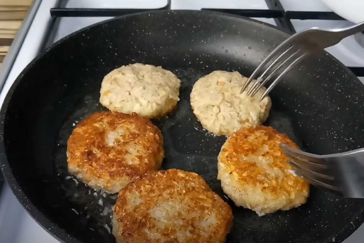 Супруг постится впервые в жизни, чинно трапезничает, готовлю для него овсяные котлеты Кулинария,Веганство,Вегетарианство,Еда,Котлеты,Овсянка,Пост,Рецепты