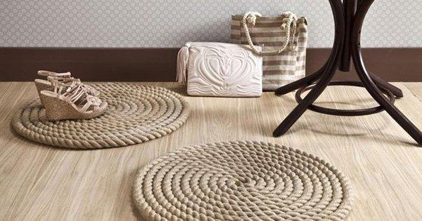 Шикарная идея для интерьера в морском стиле: стильный коврик из каната.