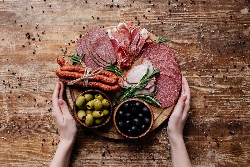 красивая мясная нарезка