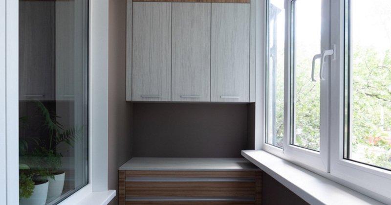 Зачем нужны шкафчики на балконе и как их сделать