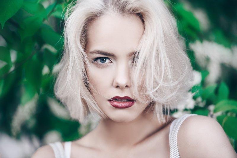 окрашивание волос в белый