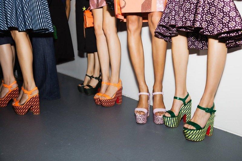 ноги в туфлях