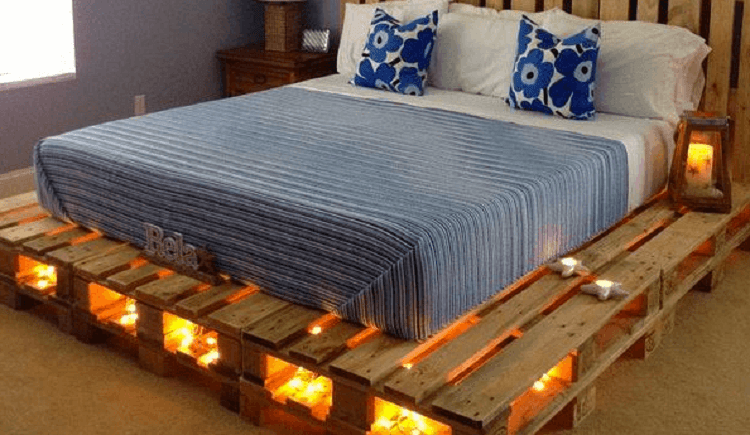 кровать из деревянных поддонов с подсветкой