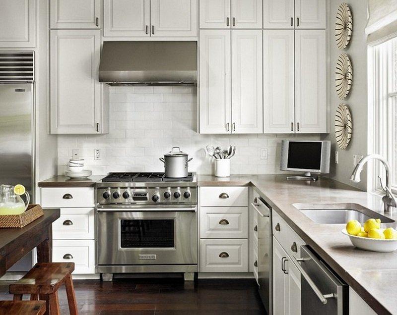 телевизор на кухне над холодильником