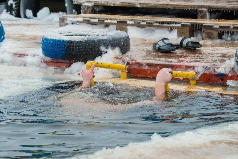 крещенские купания какого числа