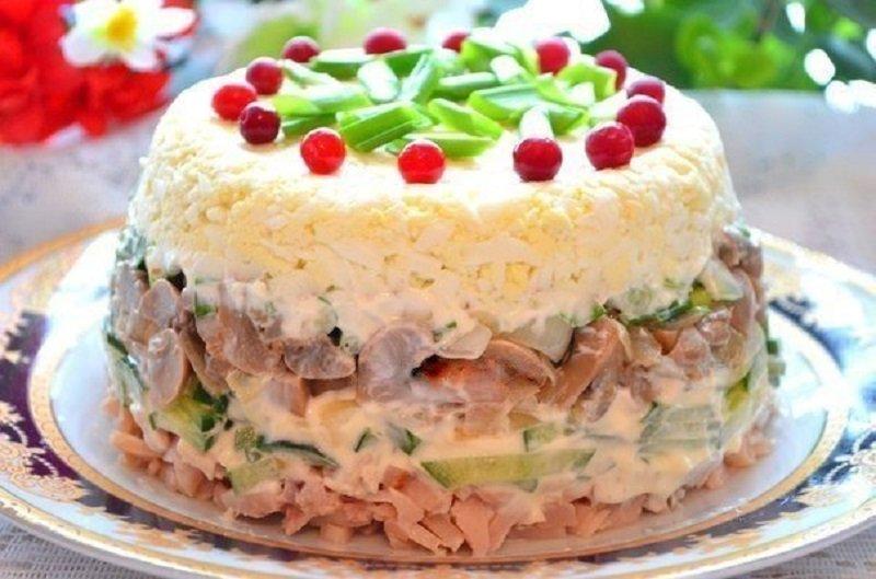 куриный салат с грибами