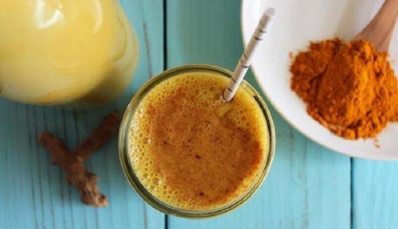 studený med s kurkumou