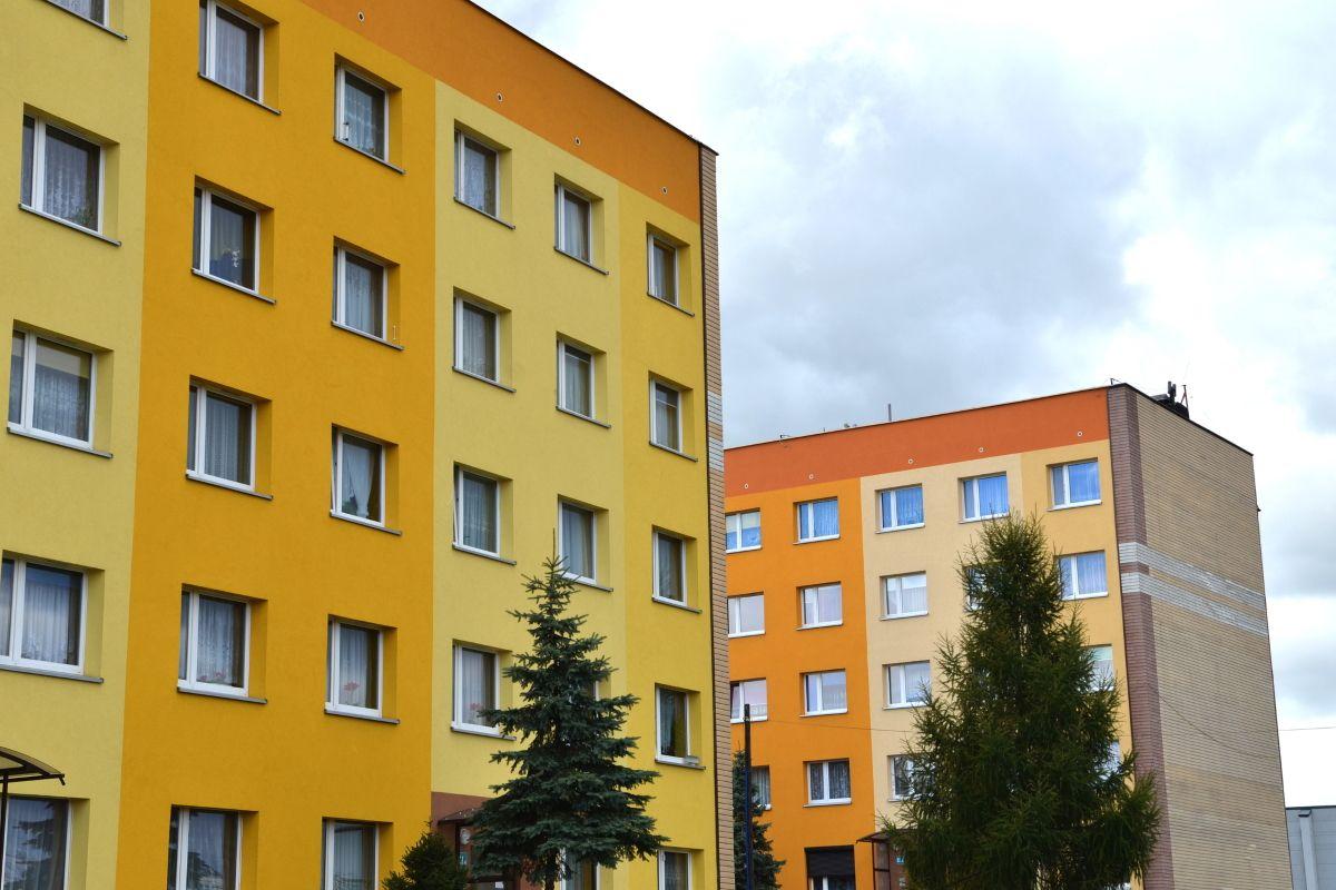 Зачем пожилой паре переезжать из трехкомнатной квартиры в однокомнатную