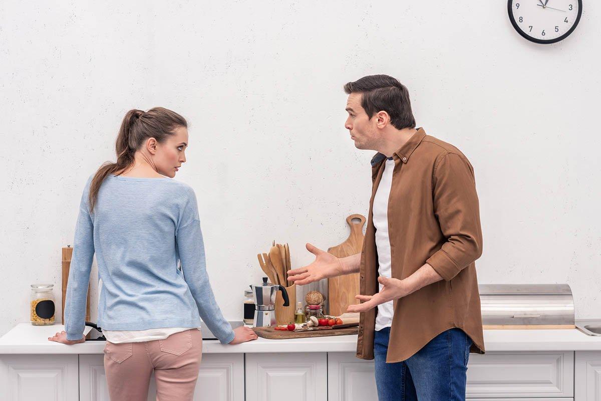 Возмущение работающего мужа, за которым не моют тарелки женщины в доме Ивановна, чтобы, теперь, тарелку, время, потом, просто, помыть, Галина, сказала, такое, помешана, работу, квартире, криков, можно, квартиру, матери, женщина, семье