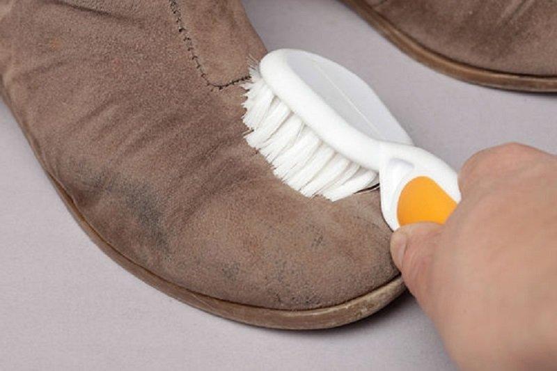 Чем вывести пятна с ботинок фото