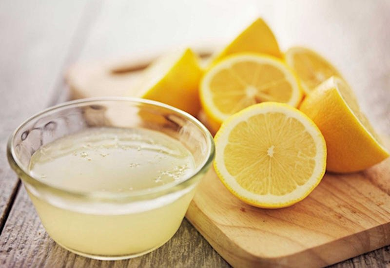 тарелка с лимонами