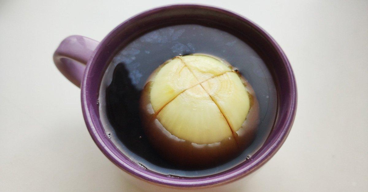 Луковый чай от неприятных ощущений в животе
