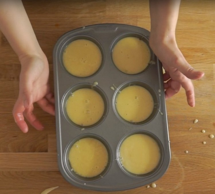приготовление маффинов с ананасом