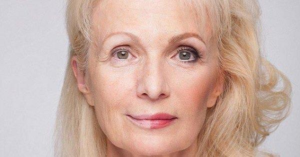 Женщины разных возрастов продемонстрировали силу макияжа, накрасив только одну половину лица.