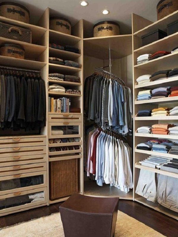маленькая гардеробная комната в спальне